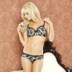 Nude affair padded bra & panty