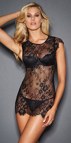 Sexy in lace chemise - Chemise and panty set