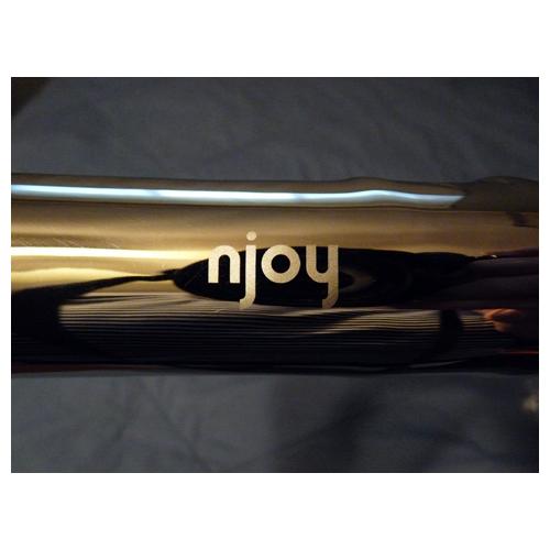 Njoy logo on shaft