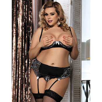 Opening night shelf bra set queen size